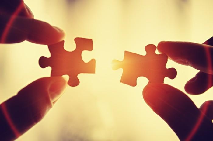 Assistance teamwork - puzzle connection